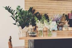Εσωτερική, μικρή επιχείρηση ανθοπωλείων του floral στούντιο σχεδίου στοκ φωτογραφίες