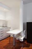 Εσωτερική, συμπαθητική κουζίνα Στοκ φωτογραφία με δικαίωμα ελεύθερης χρήσης