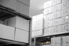 εσωτερική σύγχρονη αποθήκη εμπορευμάτων Στοκ Φωτογραφίες