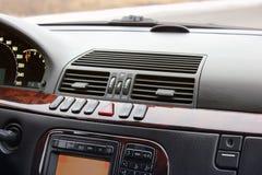 Εσωτερική υπηρεσία πολυτέλειας αυτοκινήτων Εσωτερικές λεπτομέρειες αυτοκινήτων στοκ εικόνες
