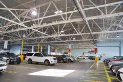 Εσωτερικοί χώρος στάθμευσης/γκαράζ αυτοκινήτων Στοκ Φωτογραφίες