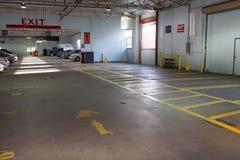 Εσωτερικοί χώρος στάθμευσης/γκαράζ αυτοκινήτων Στοκ εικόνες με δικαίωμα ελεύθερης χρήσης