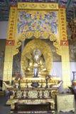 Εσωτερικός αρχαίος ασιατικός βουδιστικός ναός Στοκ εικόνα με δικαίωμα ελεύθερης χρήσης