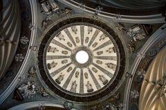 Εσωτερικός θόλος ενός καθεδρικού ναού στοκ φωτογραφία με δικαίωμα ελεύθερης χρήσης