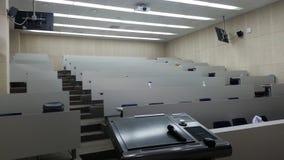 Εσωτερικός πίνακας τις καρέκλες που τακτοποιούνται με για τους σπουδαστές Στοκ φωτογραφίες με δικαίωμα ελεύθερης χρήσης