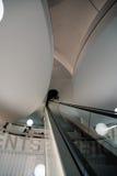 Εσωτερικός πυροβολισμός των κυλιόμενων σκαλών του μουσείου της BMW στο Μόναχο Στοκ εικόνα με δικαίωμα ελεύθερης χρήσης