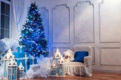 Εσωτερικός πυροβολισμός στούντιο χριστουγεννιάτικων δέντρων Στοκ Εικόνες