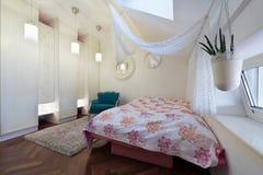 εσωτερικός σύγχρονος κρεβατοκάμαρων Στοκ Εικόνες