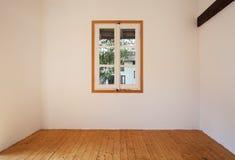 Εσωτερικό αγροτικό σπίτι, μικρό παράθυρο Στοκ Εικόνες