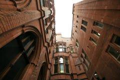 Εσωτερικό δικαστήριο των φραγμών του Χόλμπορν ένα καταπληκτικό βικτοριανό κτήριο τερακότας στοκ φωτογραφία