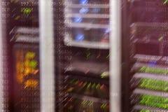 Εσωτερικό δωματίων κεντρικών υπολογιστών στο datacenter, πολυ έκθεση Στοκ Φωτογραφίες