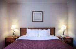 Εσωτερικό ενός άνετου δωματίου ξενοδοχείου Στοκ Φωτογραφίες