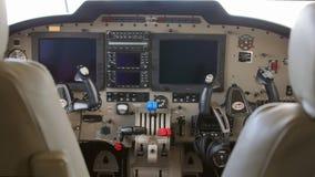 Εσωτερικό ενός δίδυμου κινητήρα αεροπλάνου κατά τη διάρκεια μιας δοκιμαστικής πτήσης Στοκ Εικόνες