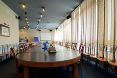 Εσωτερικό ενός δωματίου για τις συνεδριάσεις στοκ εικόνα με δικαίωμα ελεύθερης χρήσης