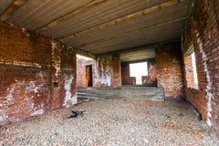 Εσωτερικό ενός παλαιού κτηρίου κάτω από την οικοδόμηση Πορτοκαλί τούβλο wal Στοκ Εικόνες