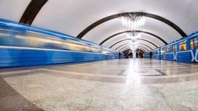 Εσωτερικό ενός σταθμού μετρό Pobeda στη Samara, Ρωσία Στοκ Εικόνες