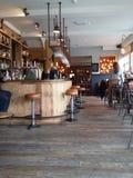 Εσωτερικό ενός σύγχρονου μπαρ Στοκ Φωτογραφίες