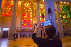 Εσωτερικό θεαματικό Λα Sagrada εκκλησιών της Βαρκελώνης Στοκ φωτογραφία με δικαίωμα ελεύθερης χρήσης