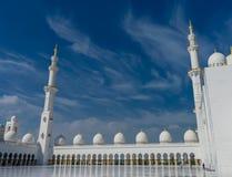 Εσωτερικό δικαστήριο στο μεγάλο Sheikh μουσουλμανικών τεμενών Al Zayed στο Αμπού Ντάμπι Στοκ Φωτογραφίες
