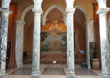 Εσωτερικό και δοκιμάζοντας δωμάτιο στη Del Dotto Estate οινοποιία & σπηλιές στην κοιλάδα Napa Στοκ εικόνες με δικαίωμα ελεύθερης χρήσης