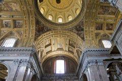 Εσωτερικό και λεπτομέρειες της εκκλησίας SAN Gregorio Armeno στη Νάπολη, Στοκ Φωτογραφία
