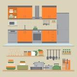 Εσωτερικό και ράφια κουζινών με τα πιάτα και τα μαγειρεύοντας εργαλεία φ Απεικόνιση αποθεμάτων
