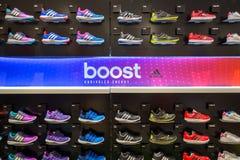 Εσωτερικό κατάστημα της Adidas στη λεωφόρο αγορών του Σιάμ Paragon στη Μπανγκόκ, Ταϊλάνδη Στοκ Φωτογραφίες
