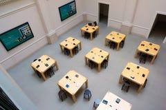 Εσωτερικό καταστημάτων του Άμστερνταμ Apple Στοκ Εικόνα