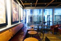 Εσωτερικό καφέδων της Starbucks Στοκ εικόνα με δικαίωμα ελεύθερης χρήσης