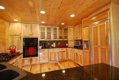 εσωτερικό κούτσουρο κουζινών σπιτιών Στοκ εικόνα με δικαίωμα ελεύθερης χρήσης