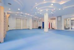 Εσωτερικό μεγάλο δωμάτιο, κανένας άνθρωπος, φυσική θεραπεία γυμναστικής ικανότητας Στοκ Εικόνα