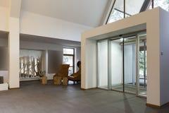 Εσωτερικό μιας εισόδου ξενοδοχείων Στοκ εικόνες με δικαίωμα ελεύθερης χρήσης