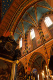 Εσωτερικό μιας μεσαιωνικής γοτθικής εκκλησίας του ST Mary ` s στην Κρακοβία Στοκ Εικόνα