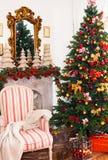 Εσωτερικό ντεκόρ Χριστουγέννων, υπόβαθρο Χριστουγέννων, χριστουγεννιάτικο δέντρο στοκ φωτογραφία