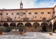 Εσωτερικό προαύλιο του della Santissima Annunziata βασιλικών στο Φ Στοκ Φωτογραφία