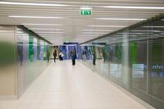 εσωτερικό πυλών αερολιμένων στη διάβαση πεζών Στοκ φωτογραφία με δικαίωμα ελεύθερης χρήσης