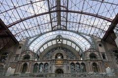 Εσωτερικό σιδηροδρομικών σταθμών σε Antwerpen Στοκ φωτογραφίες με δικαίωμα ελεύθερης χρήσης