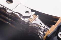 Εσωτερικό στοιχείο του σκληρού δίσκου για τις πληροφορίες ανάγνωσης στοκ φωτογραφία