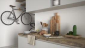 Εσωτερικό σχέδιο υποβάθρου θαμπάδων, μινιμαλιστικός σύγχρονος στενός επάνω κουζινών με το υγιές πρόγευμα, σύγχρονοι άσπρος και ξύ στοκ εικόνα