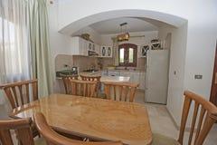 Εσωτερικό σχέδιο της κουζίνας διαμερισμάτων πολυτέλειας Στοκ φωτογραφία με δικαίωμα ελεύθερης χρήσης