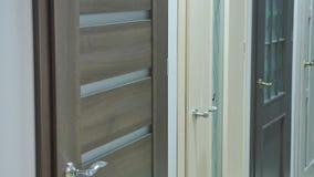 Εσωτερικό σχεδίου δωματίων με την κλειστή πόρτα φιλμ μικρού μήκους