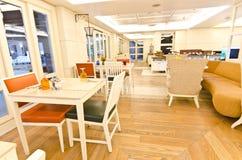 εσωτερικό σύγχρονο εστιατόριο Στοκ φωτογραφία με δικαίωμα ελεύθερης χρήσης