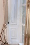 εσωτερικό σύγχρονο κόκκινο σπιτιών εισόδων πορτών εδρών Στοκ Φωτογραφίες