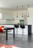 Εσωτερικό σύγχρονο σπίτι, κουζίνα Στοκ Εικόνες