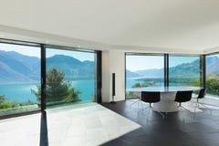 Εσωτερικό, σύγχρονο σπίτι, τραπεζαρία Στοκ φωτογραφία με δικαίωμα ελεύθερης χρήσης