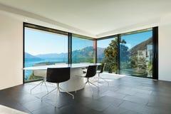 Εσωτερικό, σύγχρονο σπίτι, τραπεζαρία Στοκ εικόνα με δικαίωμα ελεύθερης χρήσης