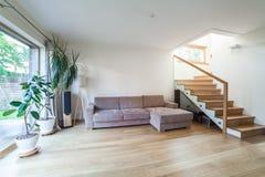 Εσωτερικό σύγχρονο σπίτι Στοκ εικόνα με δικαίωμα ελεύθερης χρήσης