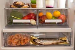 Εσωτερικό σύνολο ψυγείων ποικίλων τροφίμων Στοκ φωτογραφία με δικαίωμα ελεύθερης χρήσης
