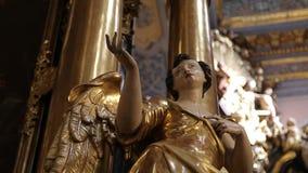 Εσωτερικό της καθολικής εκκλησίας απόθεμα βίντεο