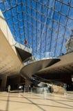 Εσωτερικό της πυραμίδας του Λούβρου, στις 14 Απριλίου, 20013 στο Παρίσι Στοκ φωτογραφία με δικαίωμα ελεύθερης χρήσης